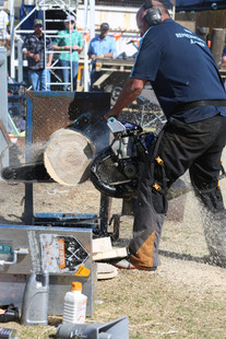 Dan Clissold gives a hotsaw demonstration, Quirindi Show 2017