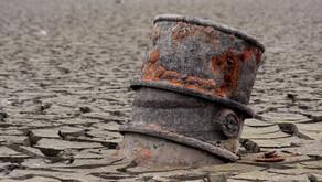 بلومبيرغ تتوقع فيضان نفطي كبير يصل إلى مليار برميل بسبب حرب أسعار النفط