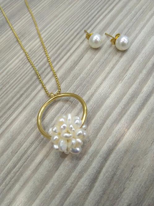 Conjunto Dije aro con esfera tejida en perlas de Rio.
