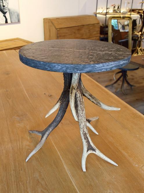 Tavolino in corna e pietra ollare