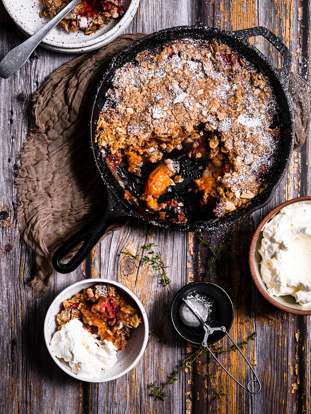 apricot and raspberry oat crumble