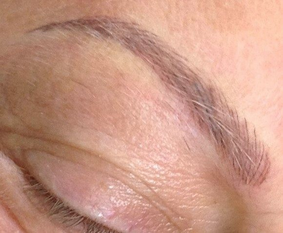 Wenkbrauw met hairstroketechniek