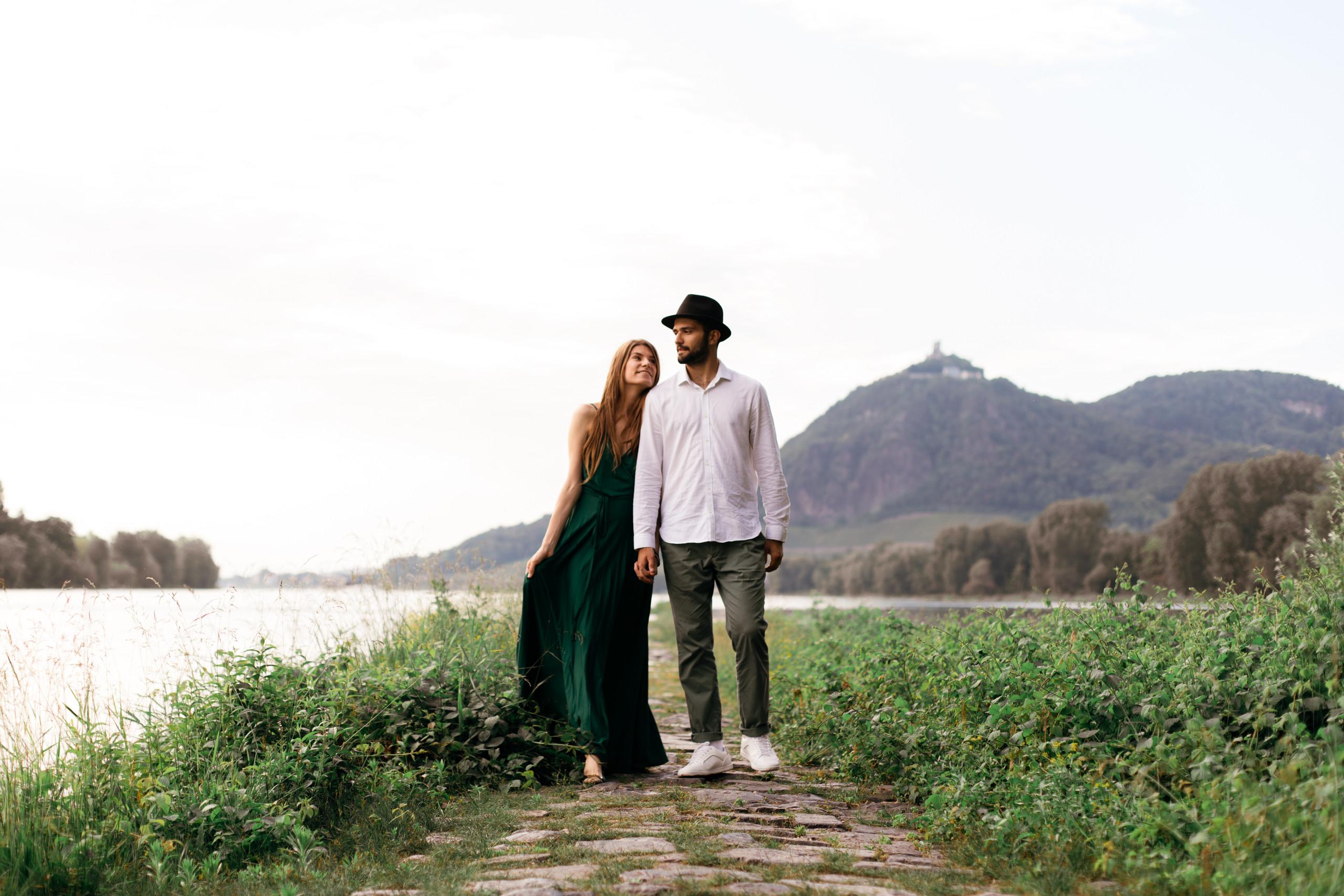 Insel-Grafenwerth-Verlobungsshooting-Hochzeitsfotograf-Bonn-09.jpg