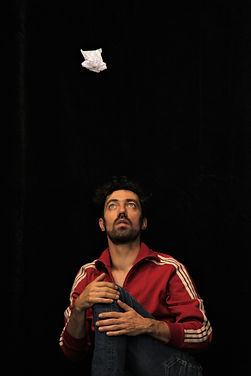 Francis Ressort dans Finistères, mise en scène Celia Daniellou-Molinié, création magique Arthur Chavaudret
