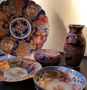 Examples of typical exported Imari ware of the Meiji period