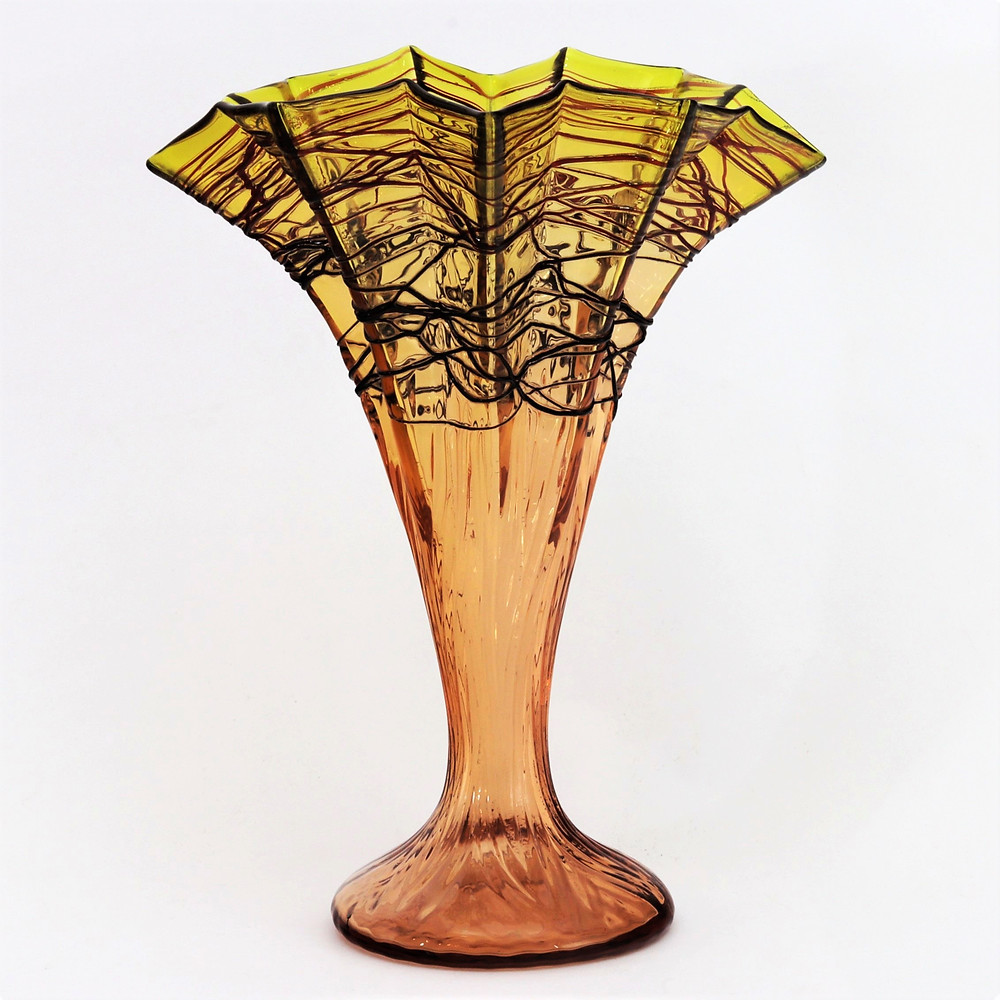 Kralik Fan Vase