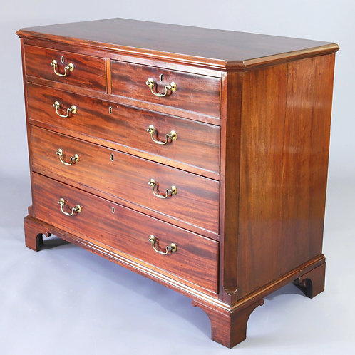 Georgian Chest of Drawers with Canted Corners c1800