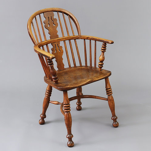 Early 19th Century Low Back Windsor Chair in Elm and Ash