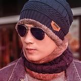 hombre con gafas de sol y sombrero