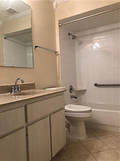 The hall bath features a tub rather than just a shower at this Leesburg Florida rental
