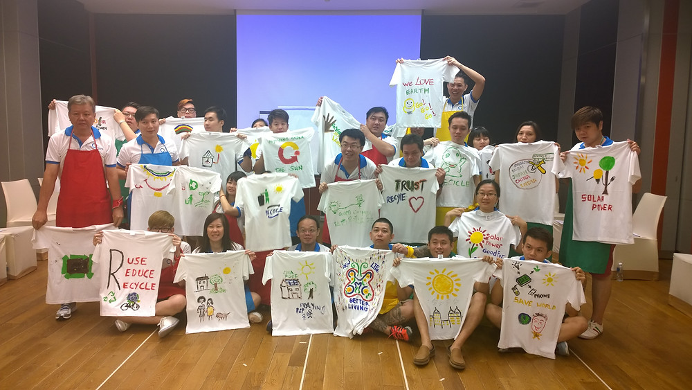 Delegates from Recycle Point are posing with t-shirts for a group picture