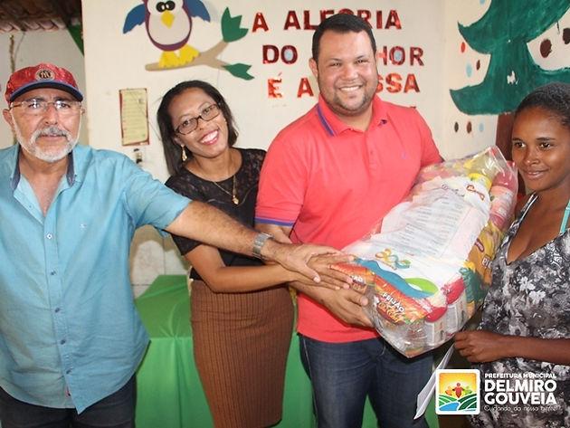 Mais de 100 cestas nutricionais são entregues a gestantes e nutrizes de Delmiro Gouveia