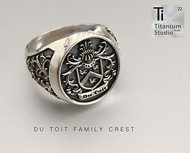 Du-Toit-Family-Crest-Coat-of-Arms-Ring.j