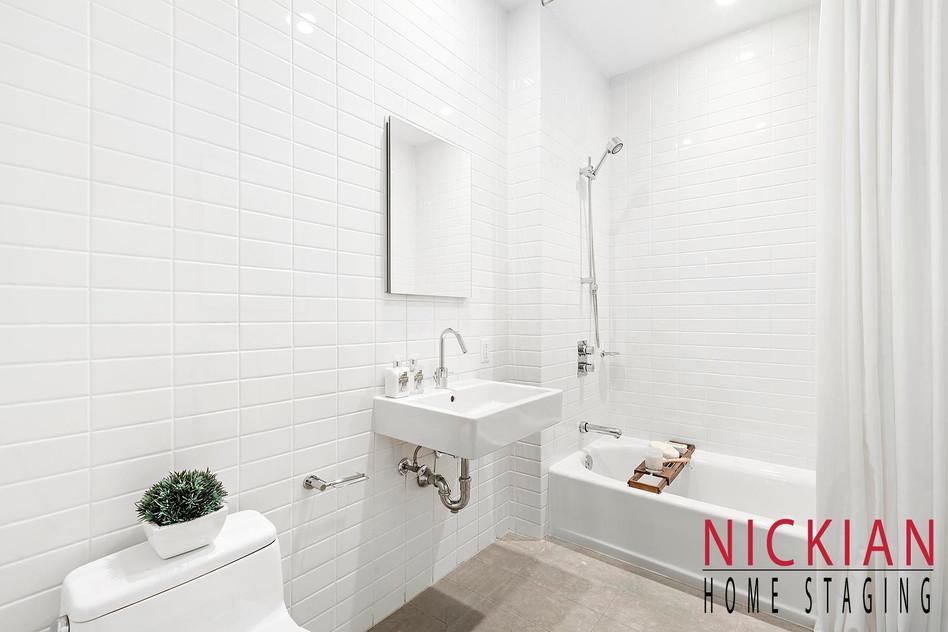 10_420W25 BATHROOM.jpg