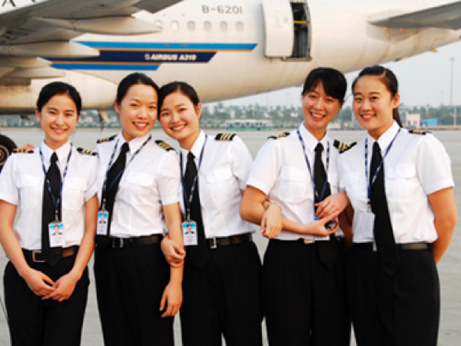 This is your Captain Speaking: Success for Female Pilots  在中国的成功女飞行员们