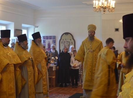 Его Преосвященство Преосвященнейший владыка Варнава совершил Божественную литургию