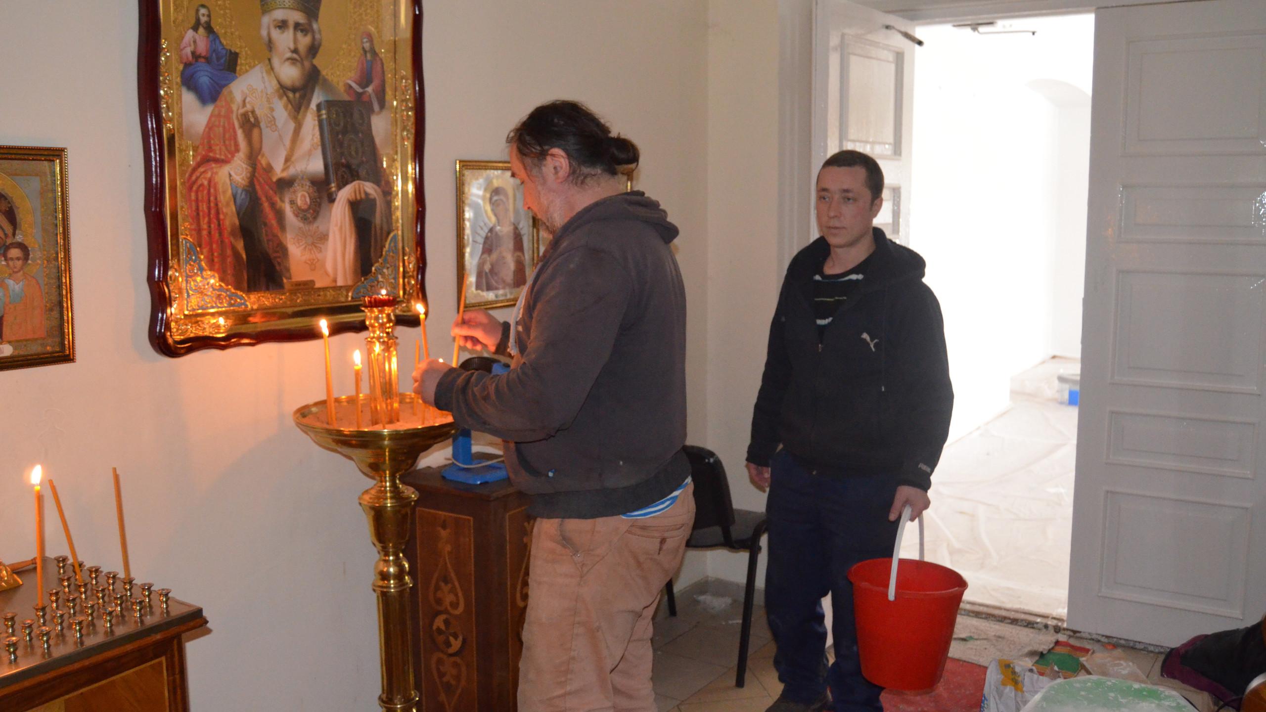 работники монастыря