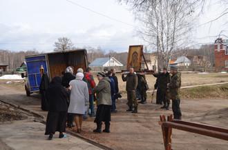 """В наш монастырь прибыл             Казачий Крестный ход с чудотворной иконой Божией матери """"Таб"""