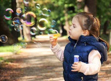 Har mit barn angst? 10 symptomer, du skal være opmærksom på!