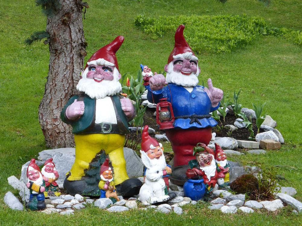 Happy gnomes greet us!