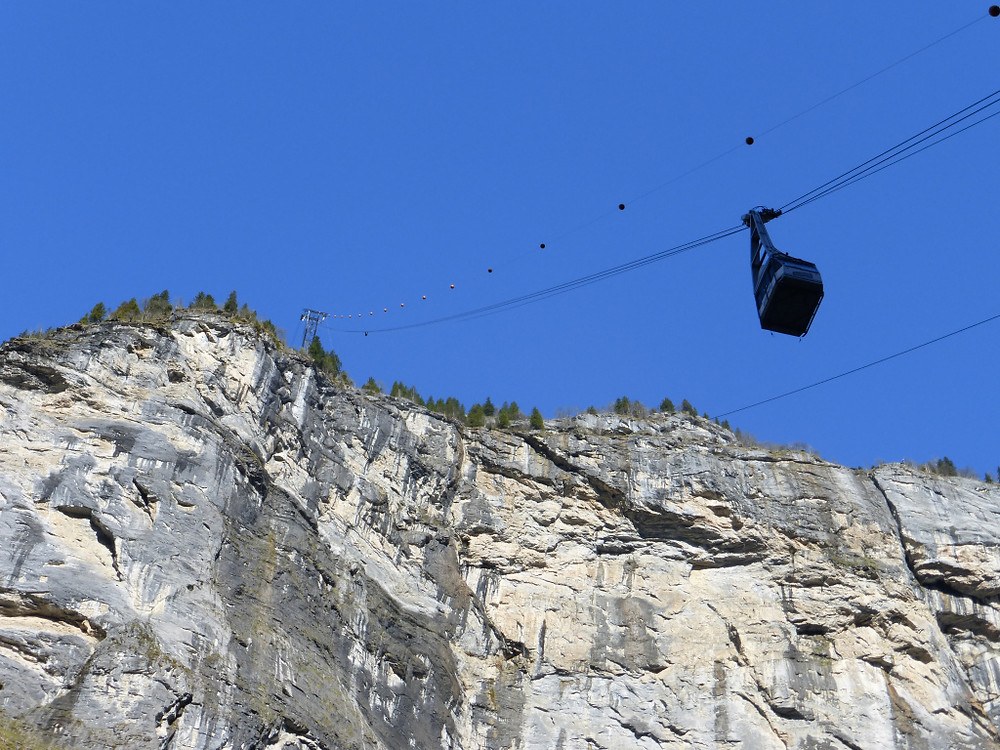 Cable car from Murren to Spechelberg