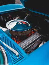 aqua-muscle-car-engine-erik-mclean-unspl