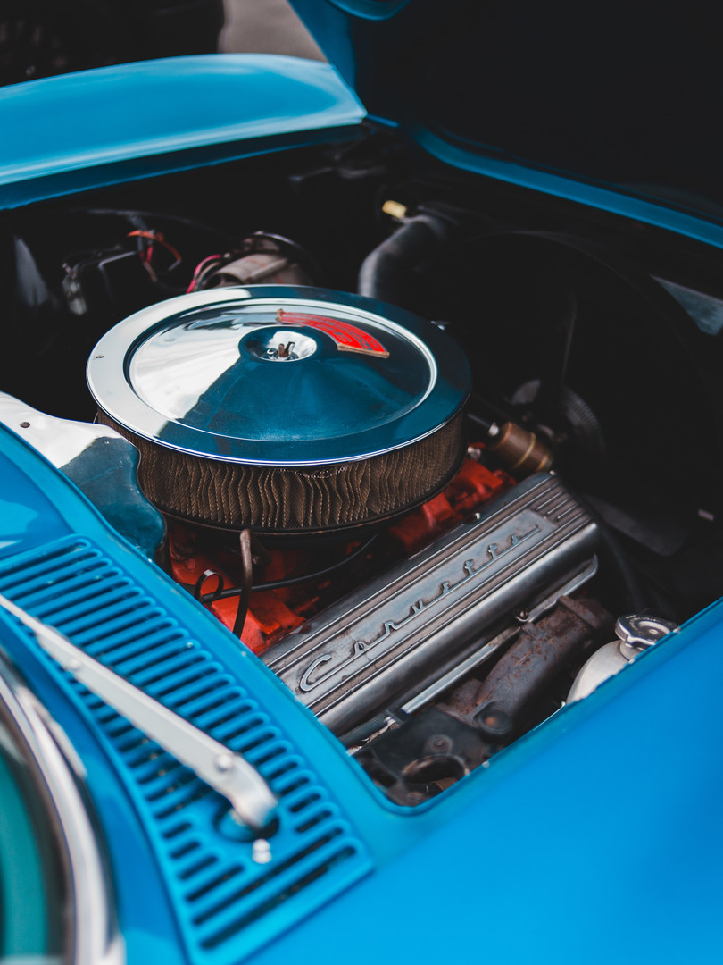 aqua-muscle-car-engine-erik-mclean-unspl