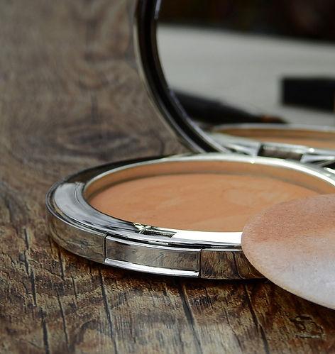 cosmetics-2116385_1920.jpg