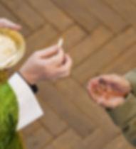 Mass_communion_Eucharist_Credit_Mazur_CN