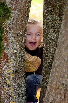 ENNA FOTOGRAFIE Musterfoto Kind mit Baum