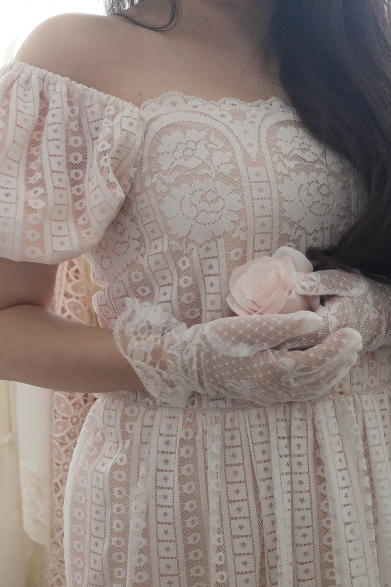 WHERE TO FIND THE MOST BEAUTIFUL LACE VINTAGE DRESSES FOR YOUR WARDROBE..