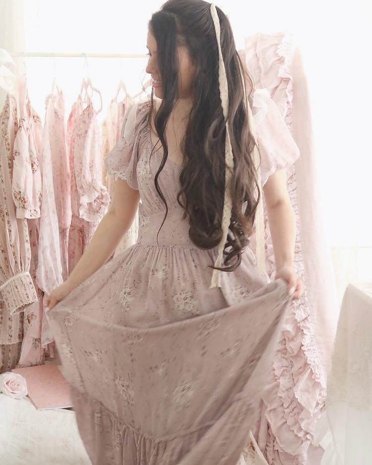 HOW TO DRESS LIKE A REAL ROYAL PRINCESS..