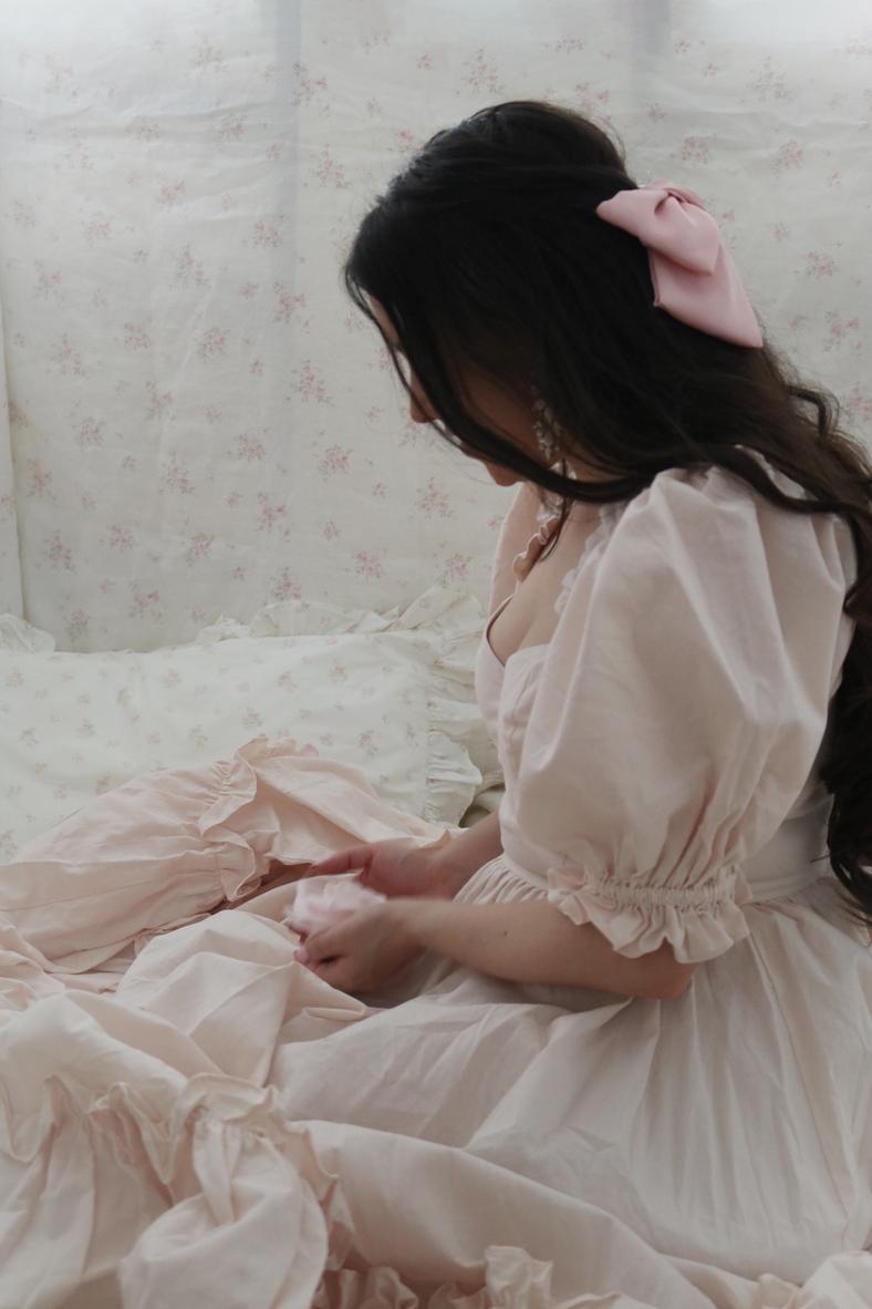 HOW TO DRESS LIKE A BEAUTIFUL PRINCESS..