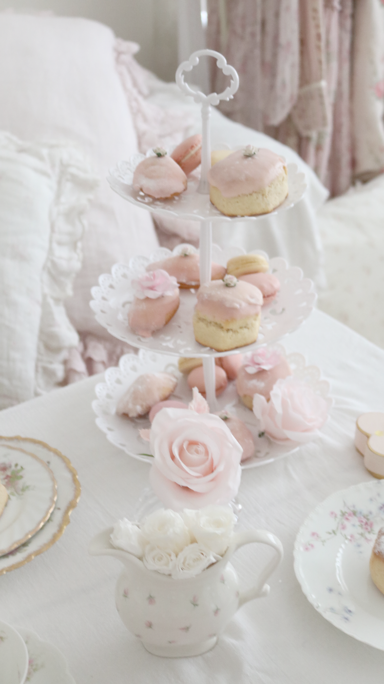 HOW TO CREATE THE PRETTIEST BRIDGERTON INSPIRED HIGH TEA AT HOME..