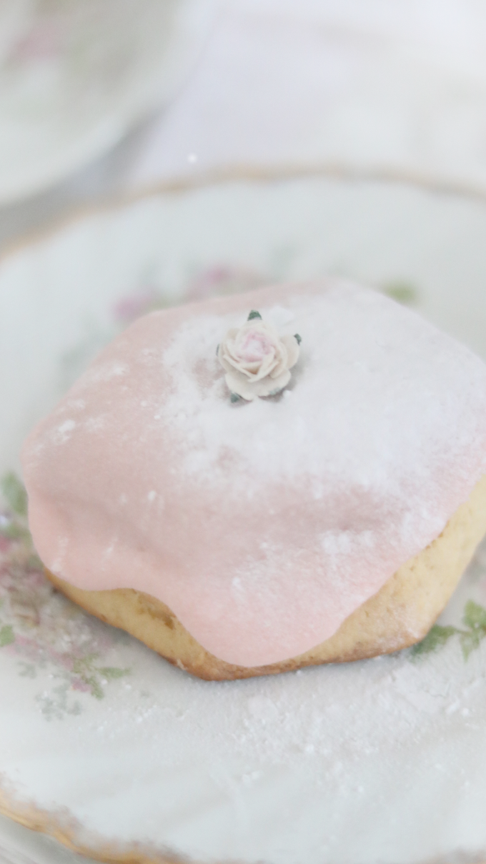 LITTLE TIPS FOR HOW TO CREATE A SHABBY CHIC INSPIRED HIGH TEA AT HOME..