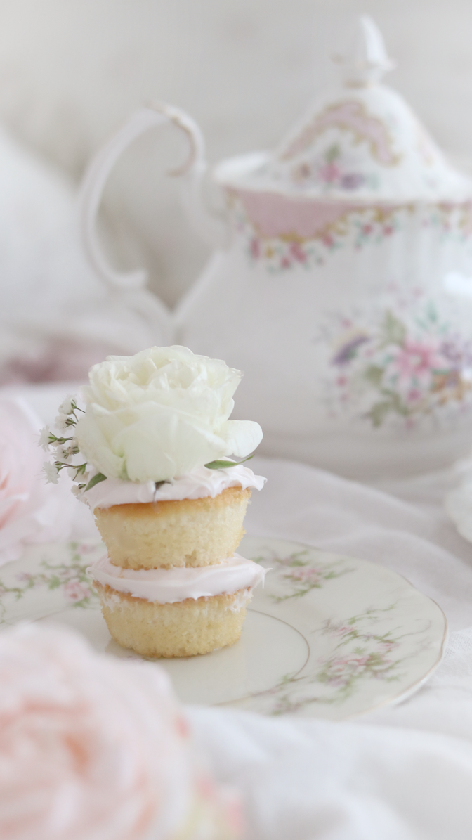 HOW TO CREATE THE MOST ADORABLE MINI CAKES..