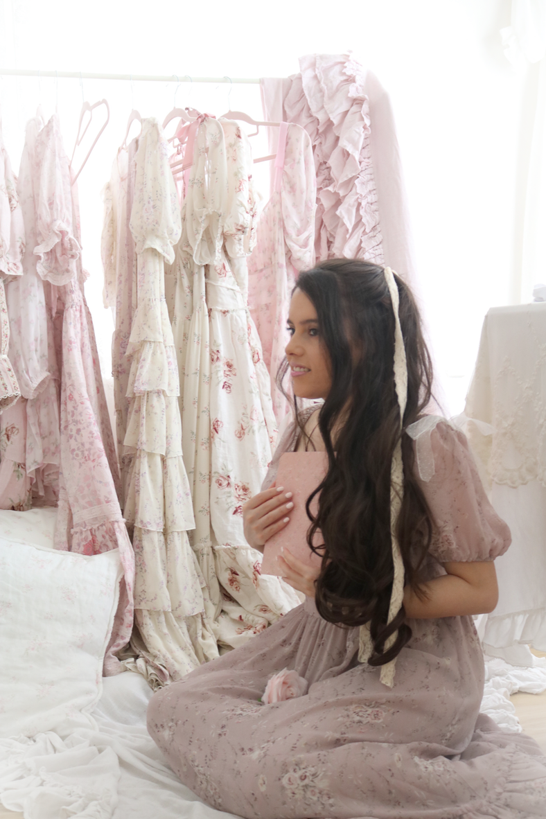 20 WAYS TO INSTANTLY MAKE YOURSELF FEEL LIKE A PRINCESS AT HOME..
