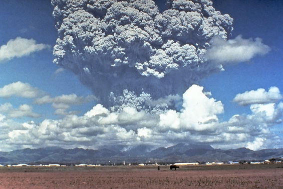 Pinatubo91eruption_plume.jpg