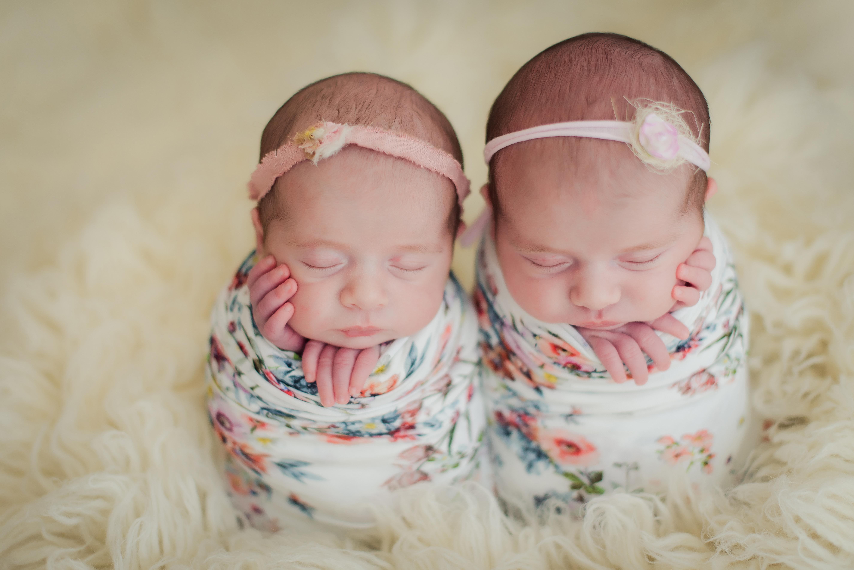 recem nascidos gemeos