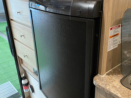 The SS1251 comes with a Dometic 90L Fridge/Freezer