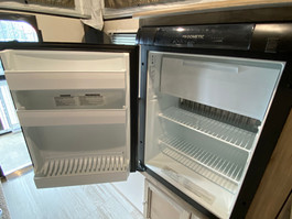 The SS550 comes with a 90L Dometic Fridge/Freezer
