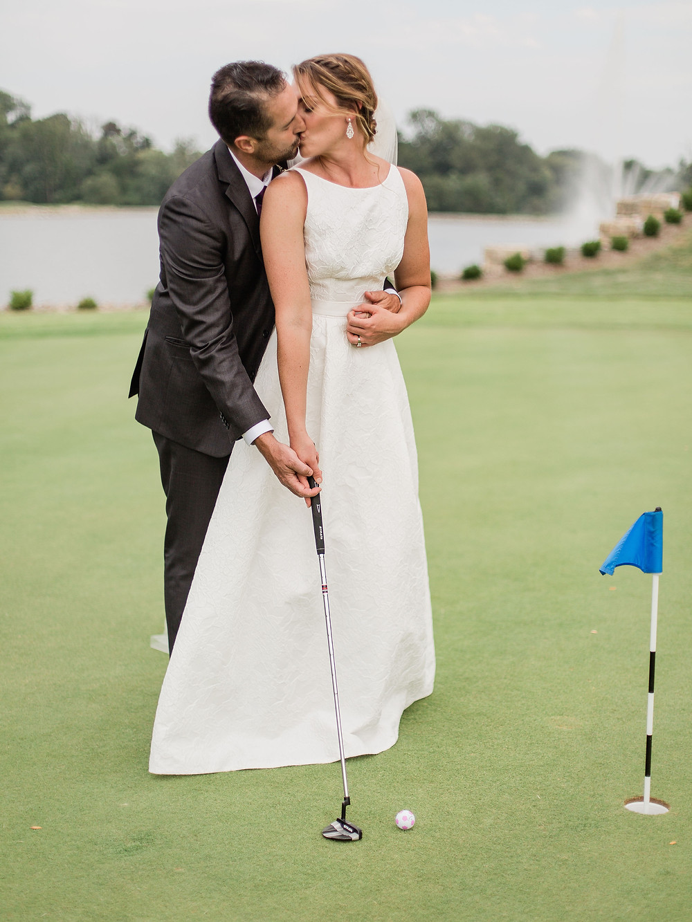 wedding at water's edge golf course in st. charles mo