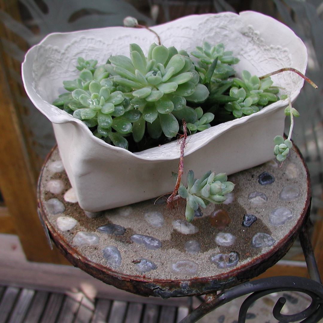 Molded Lace Pot