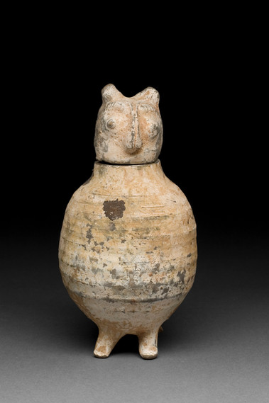 Istuvan pöllön muotoinen astia / Kärl i form av en sittande uggla / Vessel shaped like a seated owl