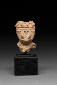 Kaksikasvoisen veistoksen pää / Huvudet av en figur med två ansikten / Head of double-faced figurine