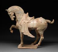 Hautaveistos, seisova hevonen / Gravfigurin, stående häst / Tomb figurine, standing horse