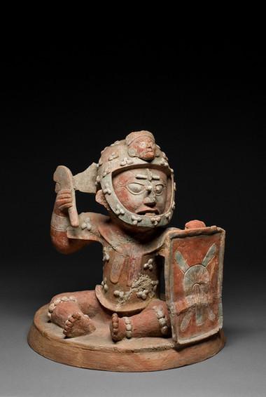 Soturihahmoinen suitsukeastian kansi / Lock till rökelsekärl i form av en krigare / Effigy censer lid in a form of a warrior