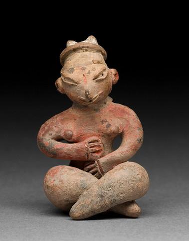 Istuva naishahmo / Figur, sittande kvinna / Figurine, seated female