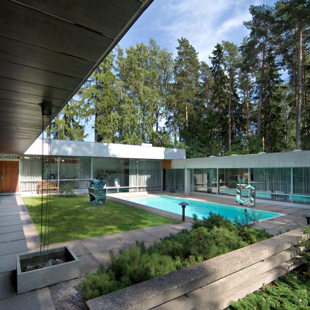 Didrichsenin taidemuseon sisäpiha /  Museets innergård / Museum courtyard, 2006. Kuva / foto / photo: Rauno Träskelin