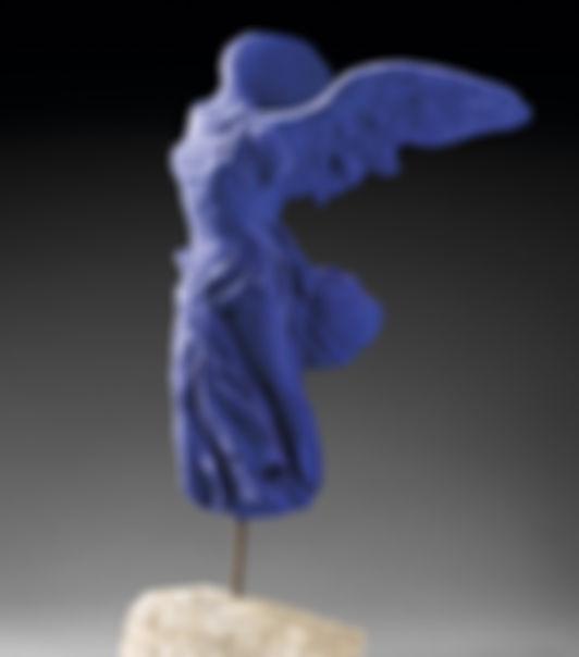 Klein Victoire de Samothrace bleue.jpg